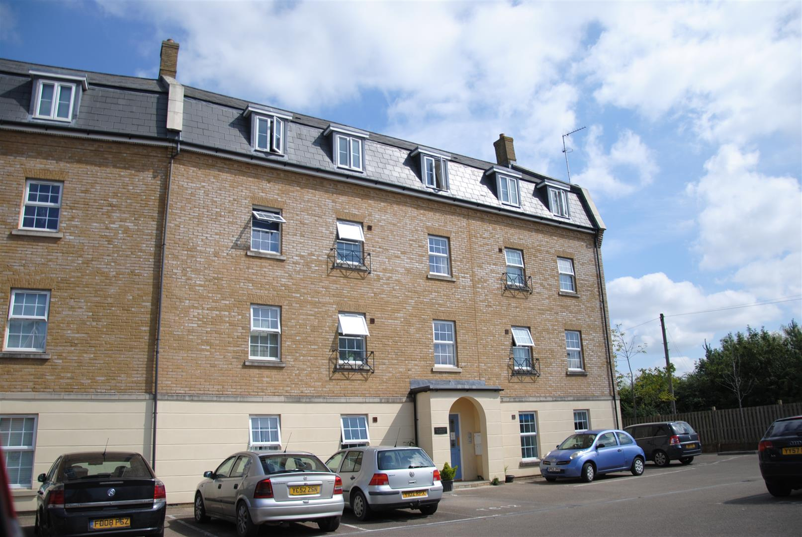 2 Bedrooms Flat for sale in Prospero Way, Swindon